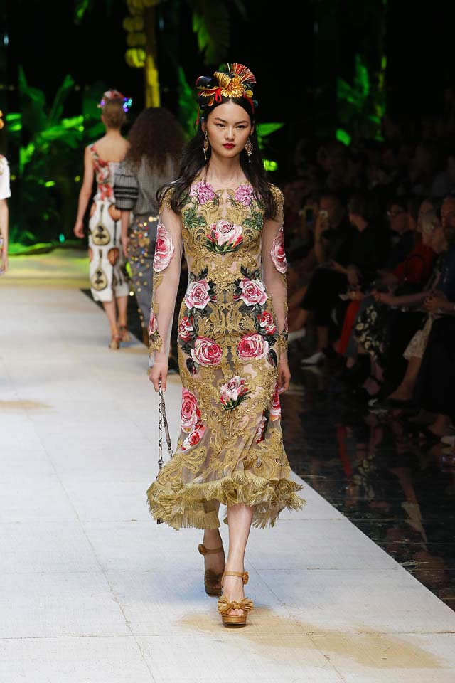 dolce-gabbana-spring-summer-2017-ss17-rtw-61-hair-accessory-floral-printed-dress
