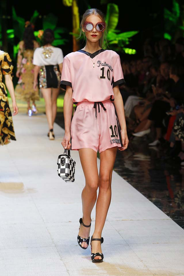 dolce-gabbana-spring-summer-2017-ss17-rtw-64-sports-wear-pink-box-handbag