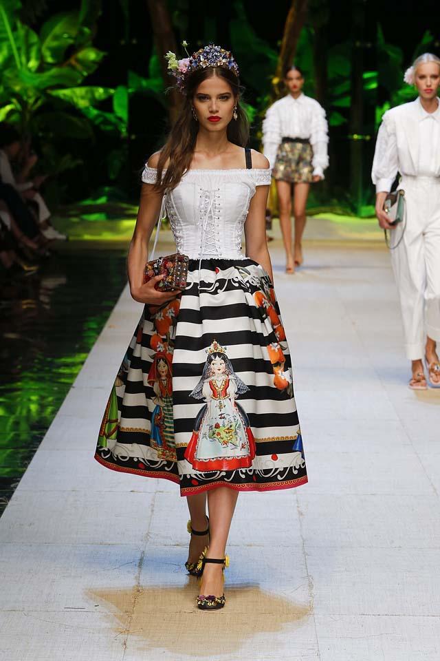 dolce-gabbana-spring-summer-2017-ss17-rtw-9-stripe-printed-dress-black-floral-pumps