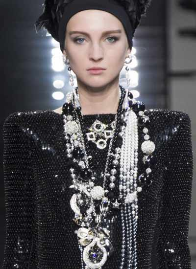 fashion-jewelry-trends-armani-prive-stacked-fw16