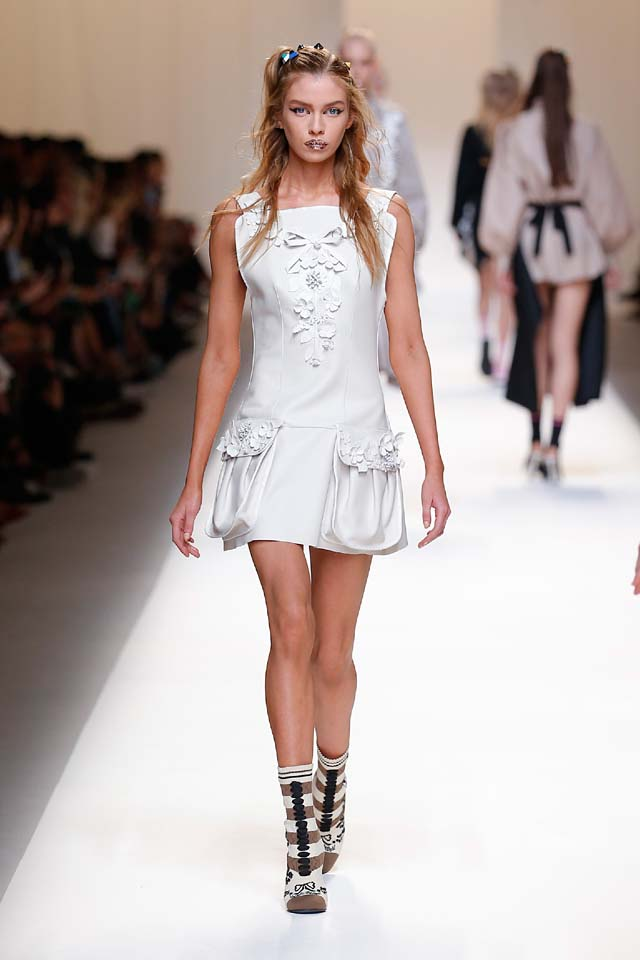 fendi-spring-summer-2016-dress-ss17-28-white-one-piece-booties-hairstyle