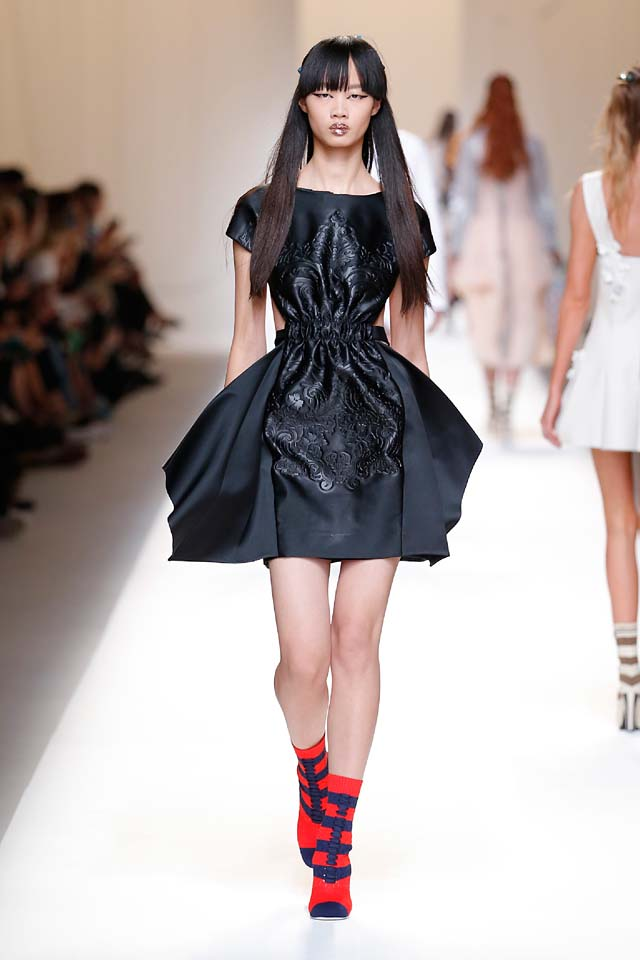 fendi-spring-summer-2016-dress-ss17-30-black-colored-booties