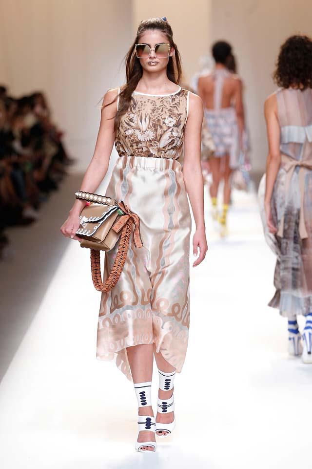fendi-spring-summer-2016-dress-ss17-52-taylor-hill-saturn-maxi-handbag-booties