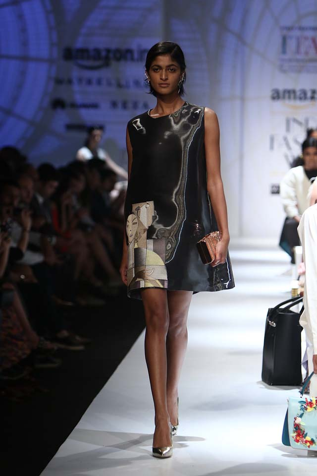 italian-fashion-show-aifw-spring-summer-2017-collection-dress-1-black-art
