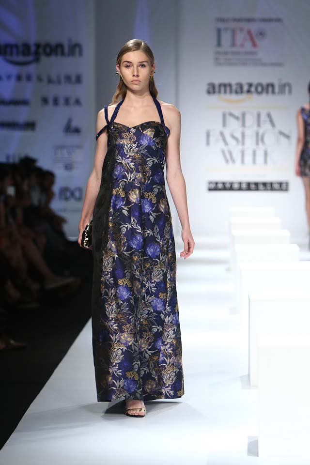 italian-fashion-show-aifw-spring-summer-2017-collection-dress-11-blck-printed-maxi-dress