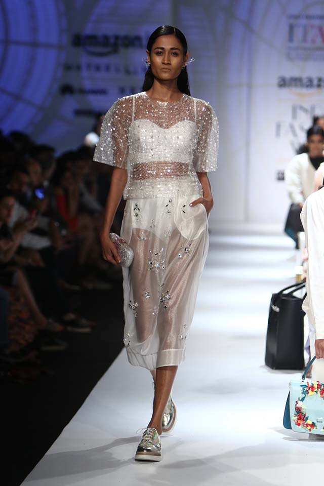italian-fashion-show-aifw-spring-summer-2017-collection-dress-2-sheer-dress-white-metallic-shoes
