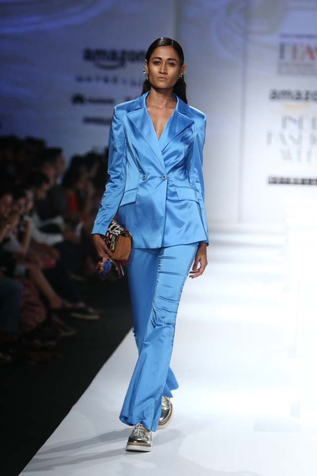 italian-fashion-show-aifw-spring-summer-2017-collection-dress-6-blue-satin-pants-jacket-formal-look