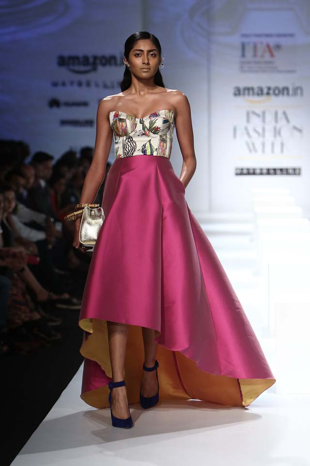 italian-fashion-show-aifw-spring-summer-2017-collection-dress-7-asymmetrical-dress-strapless-pink-printed