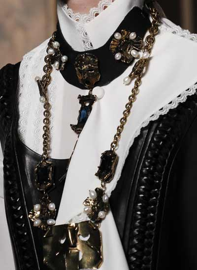 jewelry-fashion-trends-fall-2016-couture-details-chain-link-fall-2016