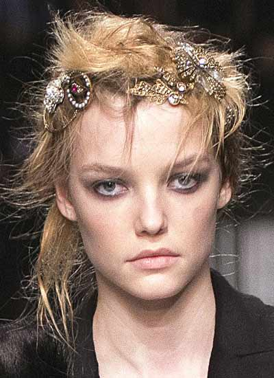 latest-fashion-hairstyles-messy-hair-accessories-alexander-mcqueen-fw16-rtw