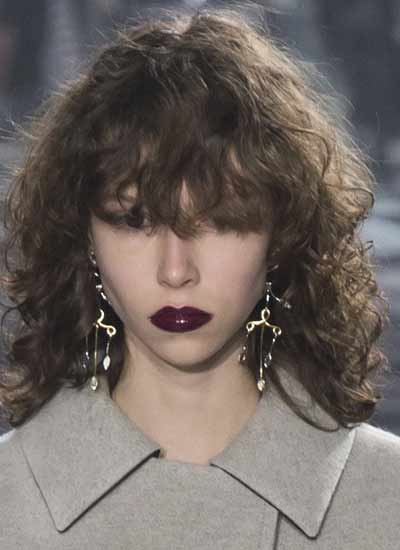 latest-hair-trends-2016-louis-vuitton-fall-winter-2017-rtw-curls-hairstyle-trend