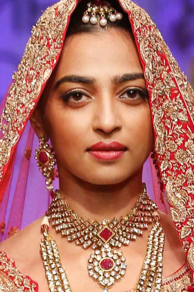 makeup-for-diwali-indian-party-makeup-radhika-apte-ideas