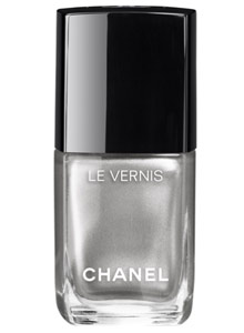 popular-nail-colors-fall-winter-2016-2017-chanel-micro-glitter-silver-shade