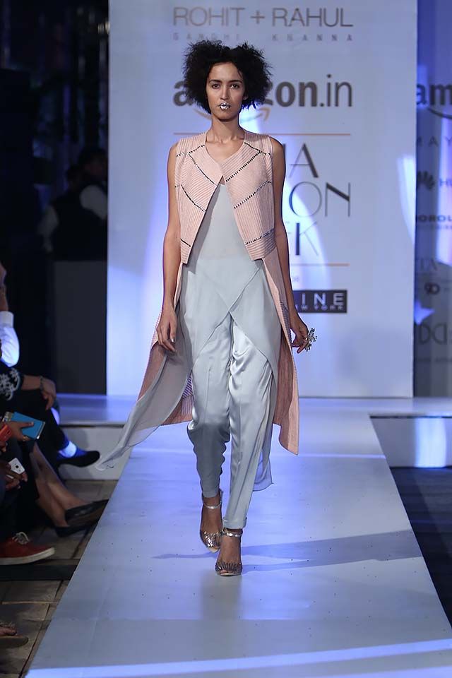 rohit-gandhi-rahul-khanna-ss17-aifw-fashion-week-spring-2017-3-asymetrical-top-silver-peach-jacket