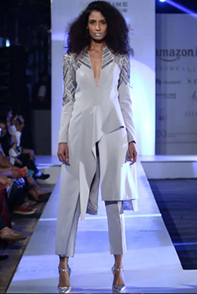rohit-gandhi-rahul-khanna-ss17-aifw-fashion-week-spring-2017-4-crop-pants-full-sleeves-silver-lipstick