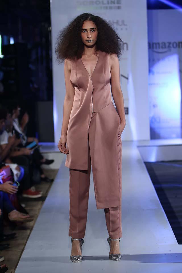rohit-gandhi-rahul-khanna-ss17-aifw-fashion-week-spring-2017-6-assymetrical-jacket-sleevesless-burgandy