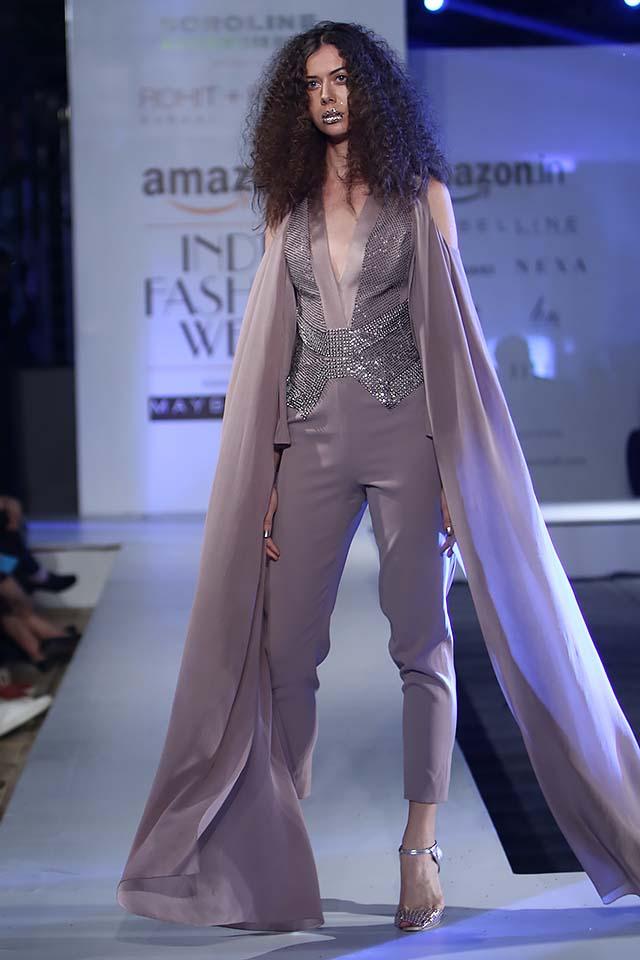 rohit-gandhi-rahul-khanna-ss17-aifw-fashion-week-spring-2017-7-crop-pants-long-veil-shoulder-cut