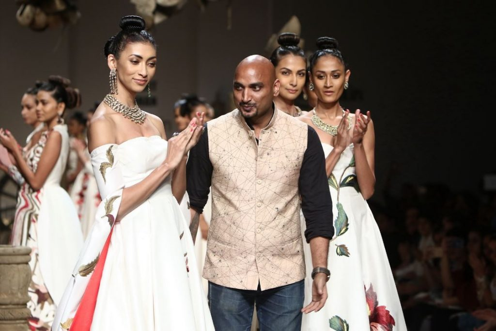 samant-chauhan-aifw-spring-summer-2017-collection-white-bridal-dresses-5-wedding-fashion-designer