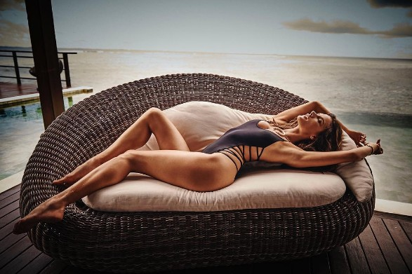 Alessandra Ambrosio-instagram-latest-pictures-black-cut-out-bikini-winter-2017
