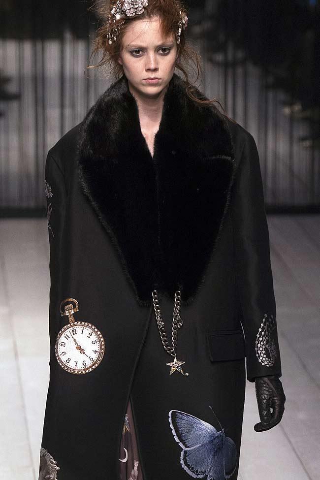 alexander-mcqueen-fur-collar-coat-winter-latest-coat-trends-2017