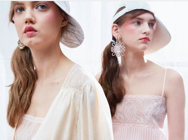 best-beauty-looks-spring-summer-2017-collection-chanel-rosy-lips-blushy-ckeeks