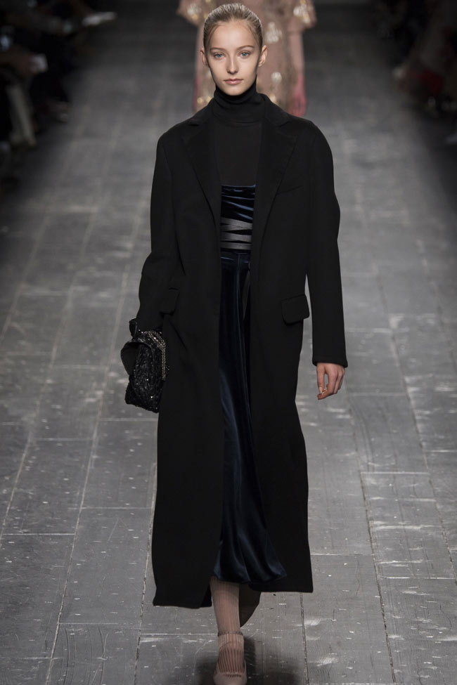 black-buttonless-coat-valentino-latest-winter-coats-for-women-2016-2017
