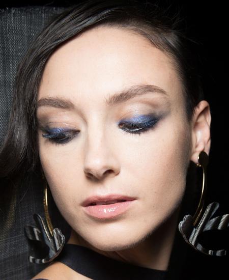 blue-eyeliner-lastest-makeup-trends-ss17-giorgio-armani