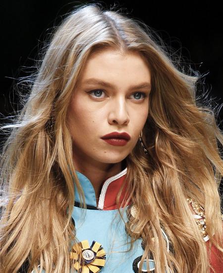 bold-dark-lipstick-party-lips-makeup-trends-top-ss17-dolce-gabbana