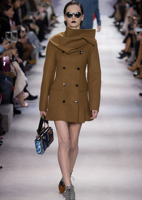 dior-fall-2016-winter-2017-fw16-rtw-fashion-collection-latest-coat-trends
