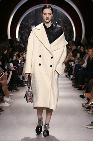 dior-fall-2016-winter-2017-fw16-rtw-latest-coat-trends-off-shoulder