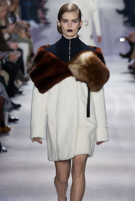 dior-fall-2016-winter-2017-rtw-latest-fashionable-winter-coats-fur-collar-coat-off-white