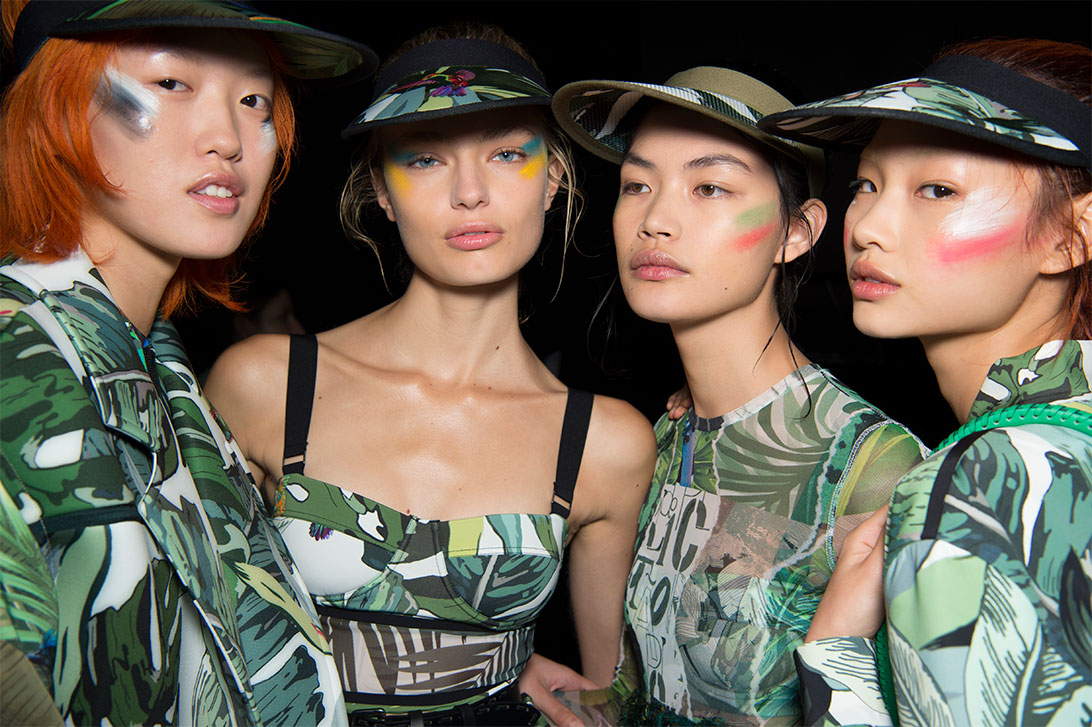 hair-makeup-ideas-best-looks-max-max-multi-colored-eyeshadows-ss17