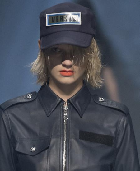 latest-makeup-trends-beauty-versus-versace-ss17-collection-orange-lips