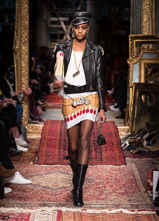 moschino-fall-2016-winter-2017-latest-fashinable-winter-coats-runway-print-skirt
