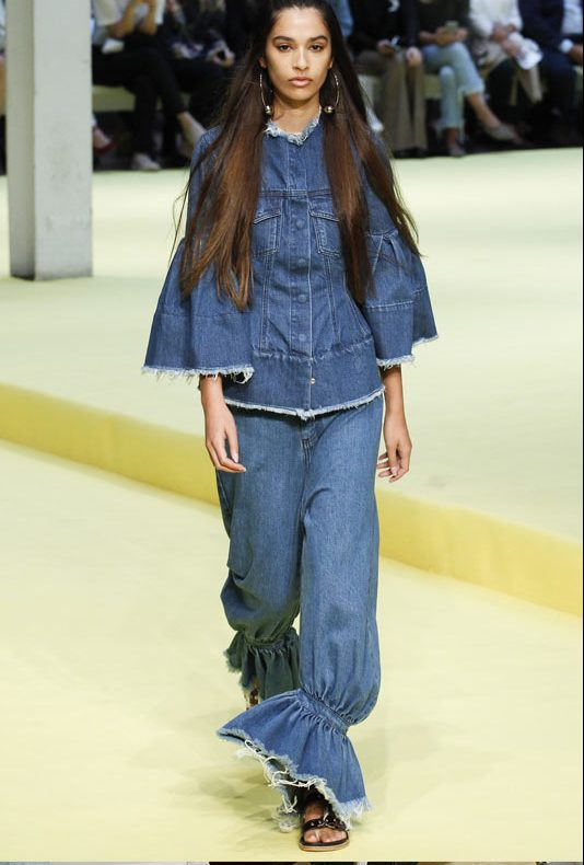 most-popular-jeans-trends-blue-denim-marques-almeida-spring-summer-2016-collection-flared-jeans