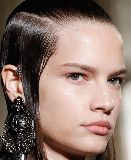 pale-nude-lipsticks-lip-alexander-mcqueen-best-looks-runway-collection