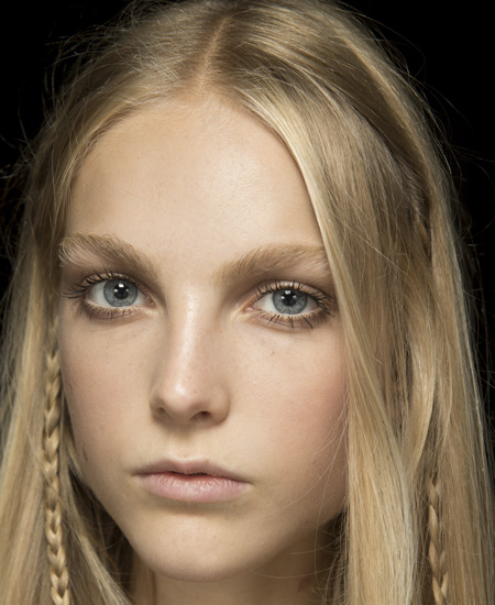 roberto-cavalli-latest-beauty-trends-no-makeup-cheeks-spring-summer-2017-collection