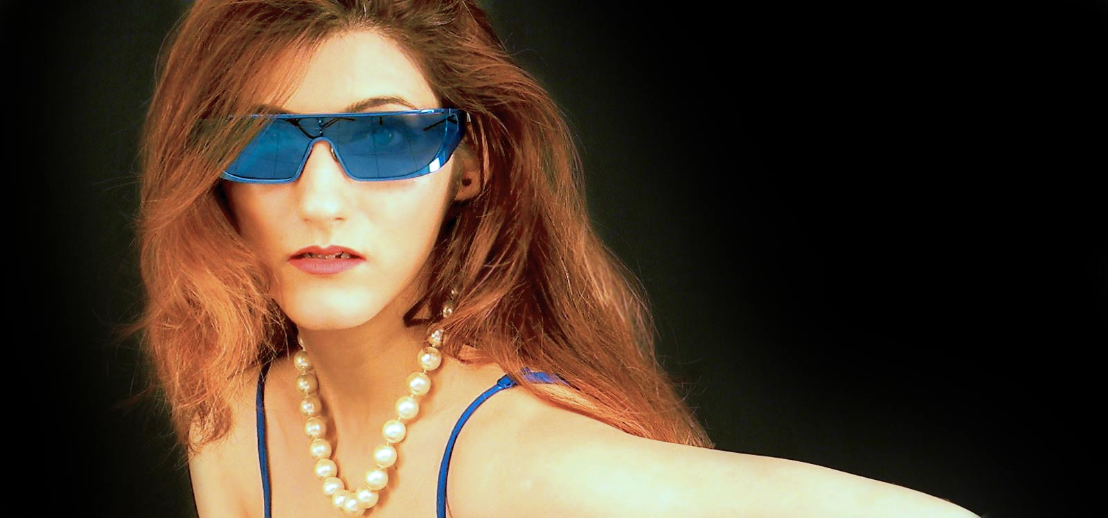 shilpa-ahuja-sunglasses-dior-summer-blue-look-makeup-peal-necklace