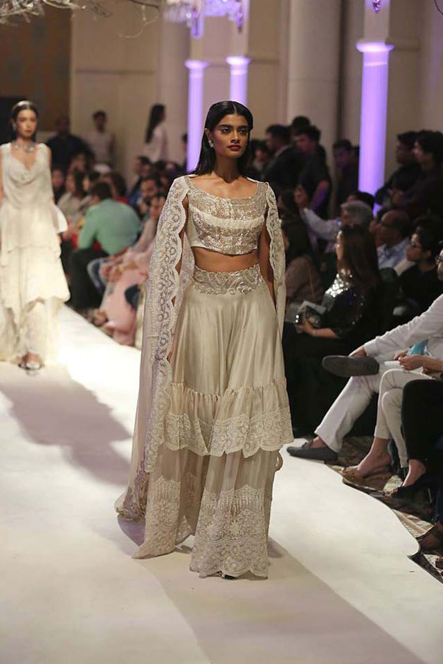 Anamika-Khanna-wedding-designer-lehenga-cream-layered-ruffle-2017