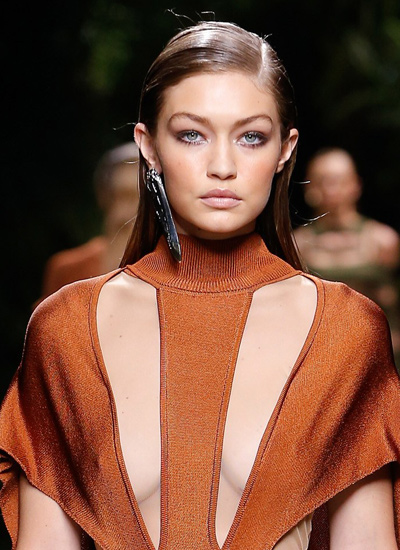 balmain-gigi-hadid-runway-hair-trends-ss17-wet-hair-look-fashion