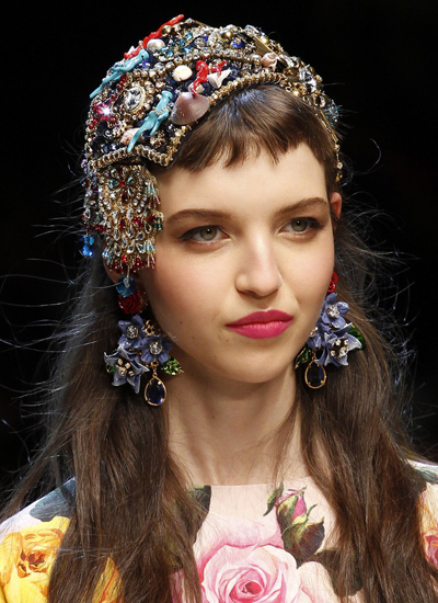 best-hair-cuts-for-spring-head-gears-latest-women-styles-ss17-dolce-gabbana