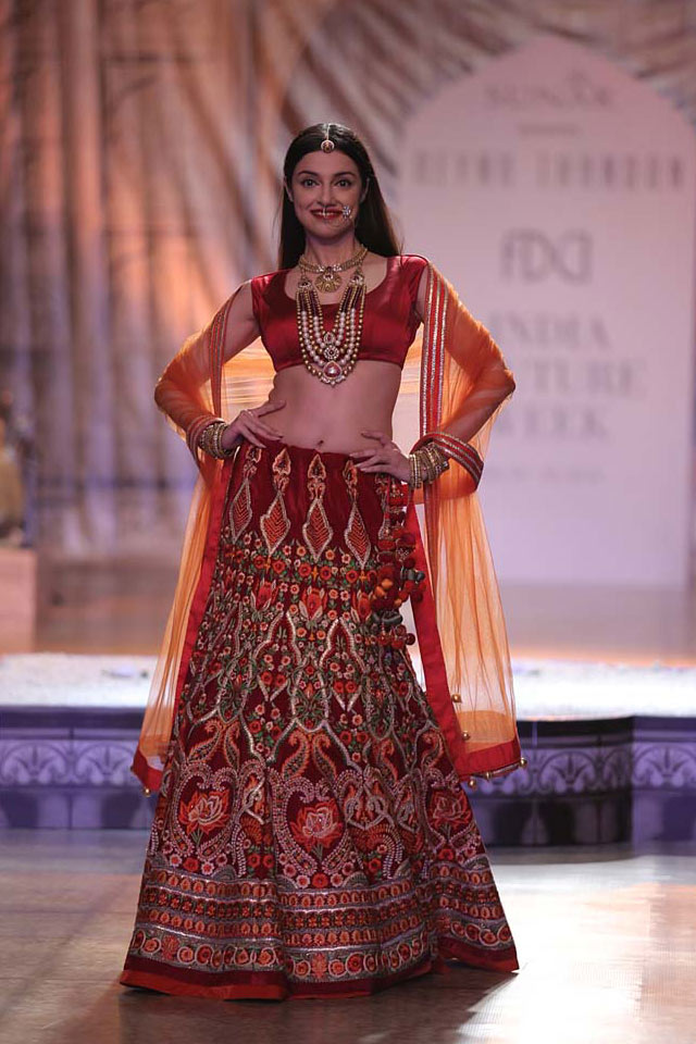 designer-lehenga-for-wedding-Reynu-Taandon-red-embroidery-patterns-2017