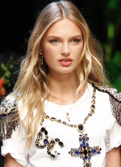 dolce-gabbana-centre-parted-hair-latest-trends-spring-summer-2017
