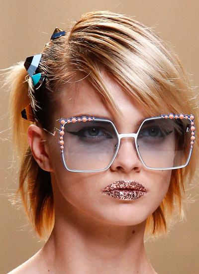 fendi-trends-for-hair-spring-summer-2017-haircuts-women