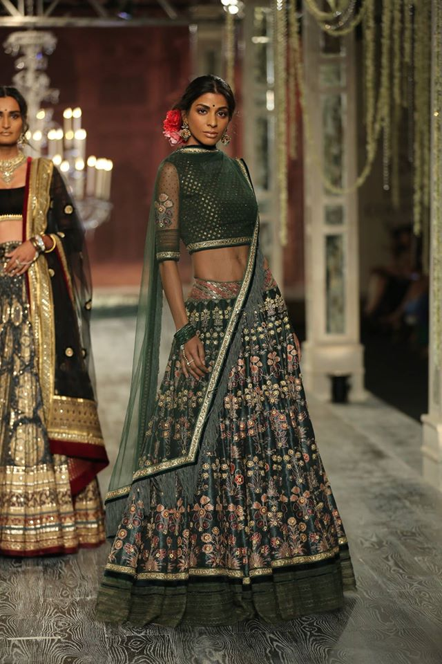 grey-plain-bordered-latest-top-indian-lehenga-designs-2017-tarun-tahiliani