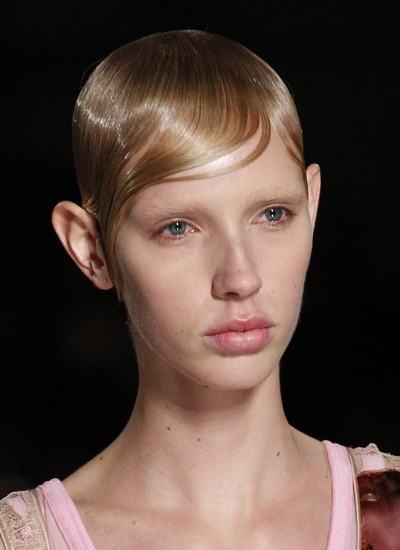 hair-trends-for-women-latest-givenchy-spring-summer-2017-pool-hair