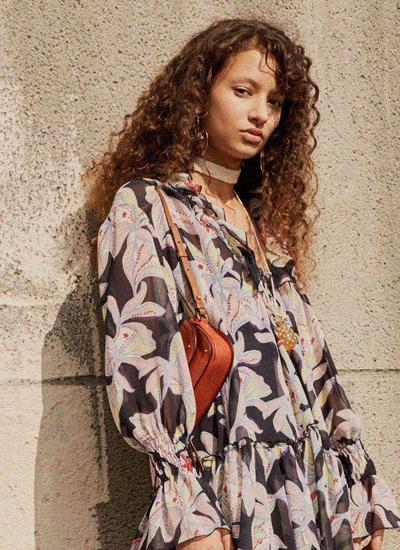 latest-hair-fashion-spring-summer-2017-curly-hair-chloe