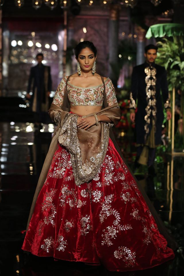 latest-indian-wedding-lehenga-designs-2017-floral-gota-off-shoulder