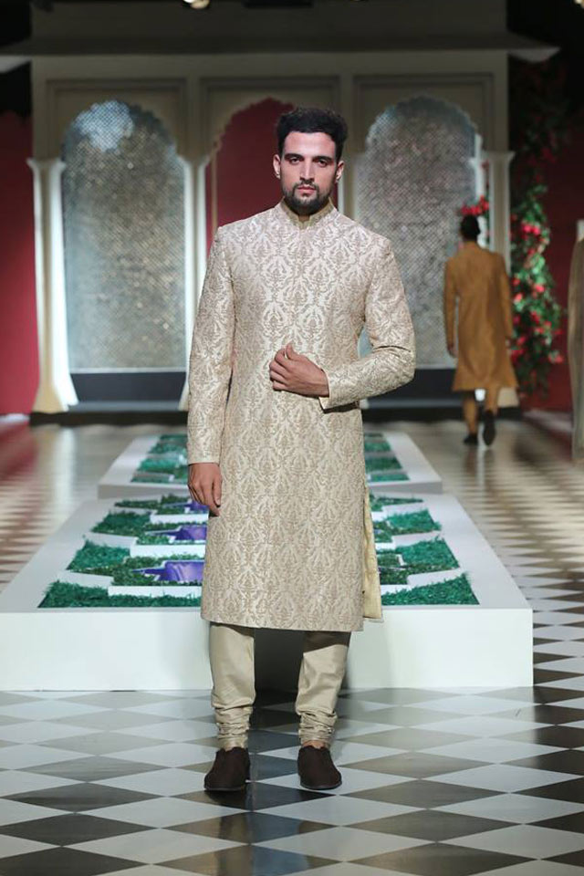 latest-sherwani-designs-for-wedding-anita-dongre-damask-pattern-SS17