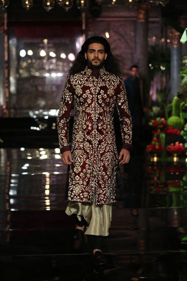 latest-sherwani-designs-for-wedding-trends-intricate-patterns-manish-malhotra-SS17